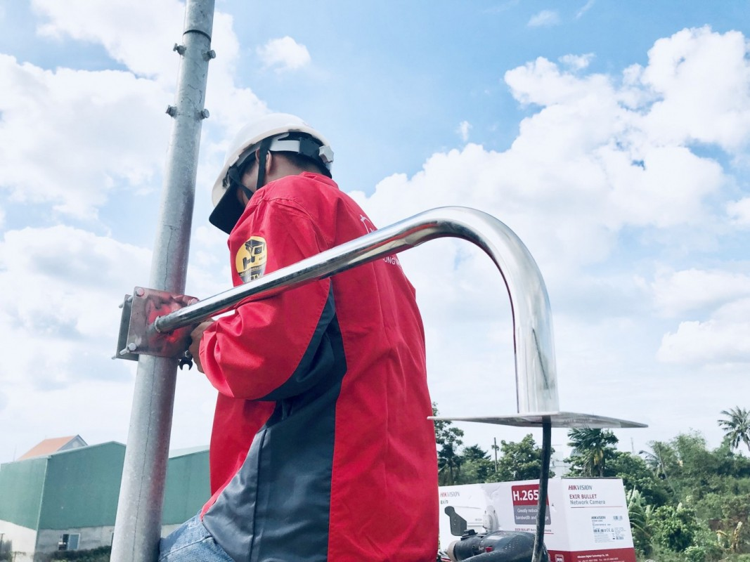 Cột camera inox